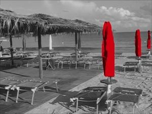 Spiaggia con ombrelloni