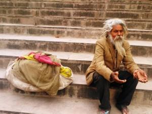 Varanasi-nei-pressi-del-Dasaswamedh-Ghat.-Mendicante-elegante.-300x225
